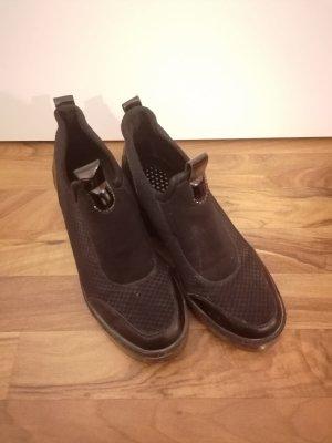 Sneaker mit verstecktem Keilabsatz