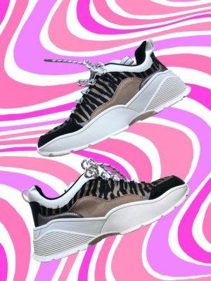 Sneaker mit Zebramuster