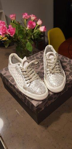 Sneaker, nagelneu