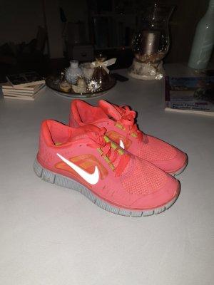 Sneaker Nike in Größe 39