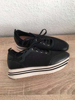 Pull & Bear Zapatillas con tacón negro-blanco