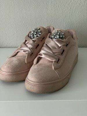 Sneaker Rosa mir Brosche