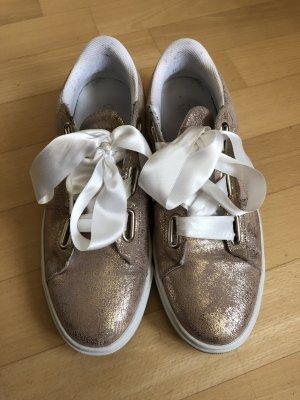 Sneaker Schnürschuh mit Satinband