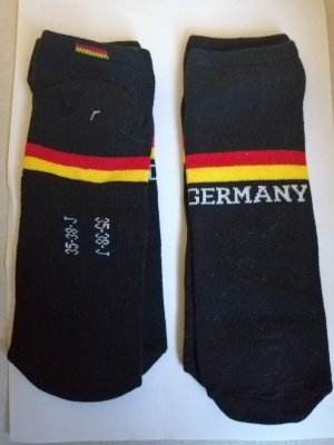 Sneaker. Socken. Neu.