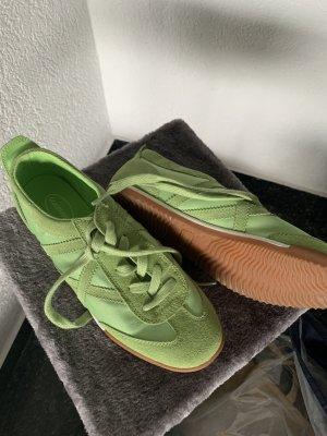 Sneaker/Turnschuhe