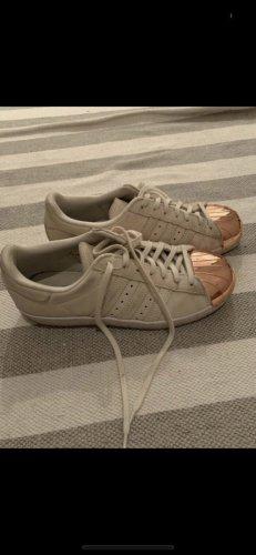 Sneaker von Adidas