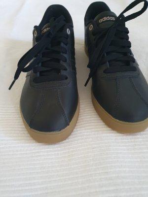 Sneaker von Adidas wie neu