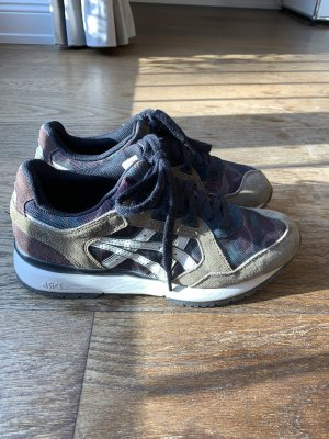 Sneaker von ASICS in Camouflage Optik