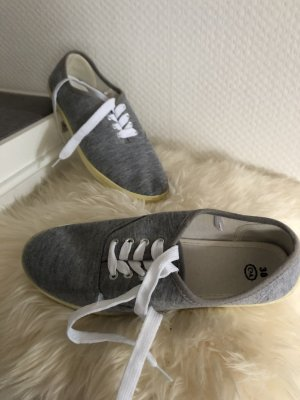 C&A Basket à lacet gris clair
