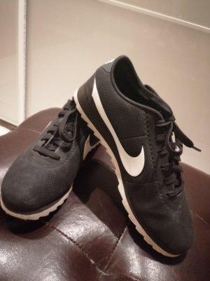 Sneaker von Nike Größe 40, fällt aber wie eine 39 aus