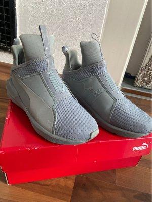 Sneaker von Puma in grau Gr. 37