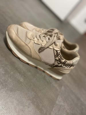 Sneaker von Zara