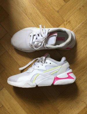 Sneaker weiß mit neonfarbenen Akzenten