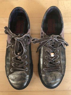 Sneaker Wrangler