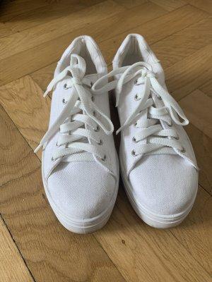 Sneaker zum schnüren mit dicker Plateausohle