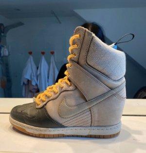 Nike Zapatillas con tacón beige claro