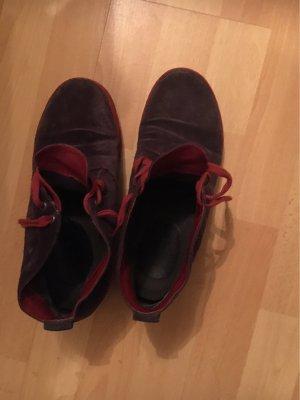 Sneakers der Marke Think