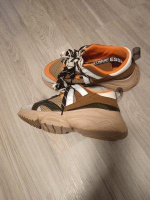 Sneakers in der Größe 38