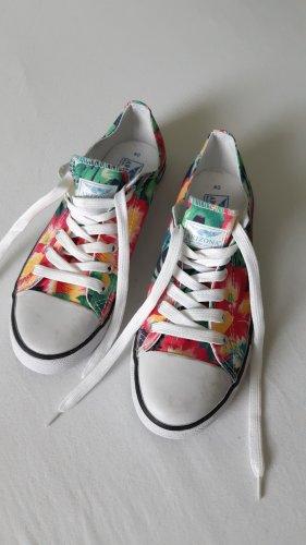 Sneakers in knalligen Farben