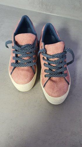 Sneakers mit Absatz
