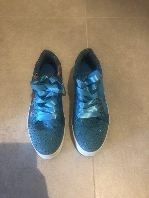 Sneakers mit leichtem Plateau