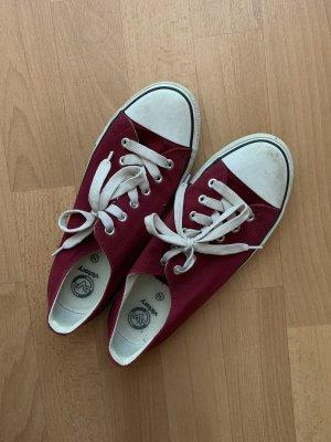 Sneakers/Schuhe