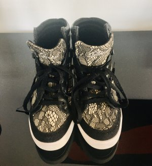 Sneakers von Guess