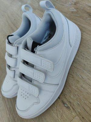 Sneakr in weiß mit Klettverschluss von Nike in 37.5 Trend, wie neu, Copenhagen