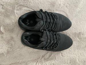 Sneaker con tacco nero