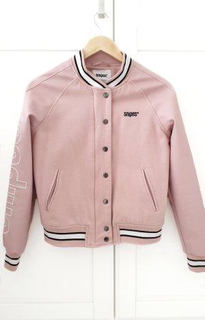 Snipes Chaqueta estilo universitario blanco-rosa claro