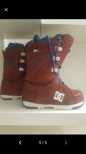 Snowboard shoes