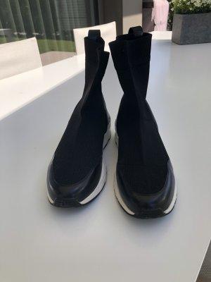 Sock  Boots schwarz mit weißer Sohle