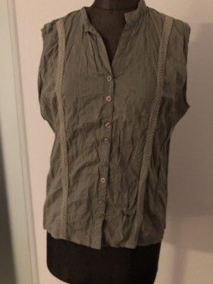 Blusa de cuello alto beige claro-crema