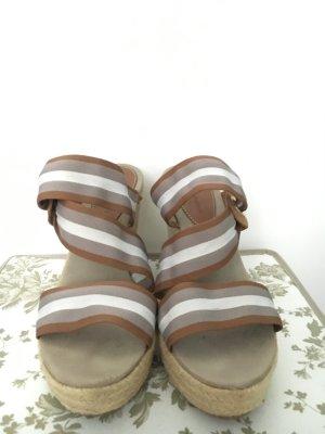 Sommer-Keil-Sandale
