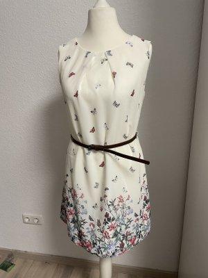 Sommer Kleid mit Blumen und Schmetterlingen