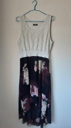 Sommer Kleid mit weißen Schuhen