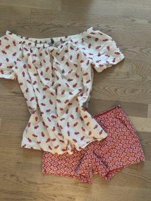 Sommer-Kombi: Hotpants + Off-Shoulder-Bluse mit Pineapple-Print