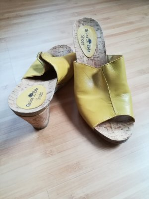 Grüne Erde Sandalias con tacón marrón arena Cuero