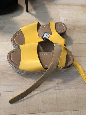 Socque jaune