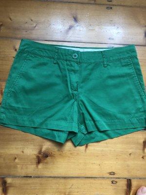 Sommer Shorts aus Stoff in grün