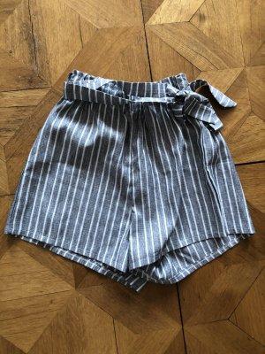 Pantalón corto de talle alto gris-blanco