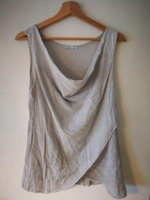 Camisa con cuello caído color plata-gris claro