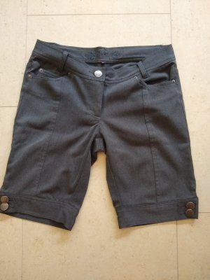 Ann Christine Short gris