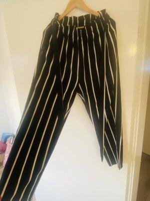Miss Moly Spodnie 3/4 biały-czarny
