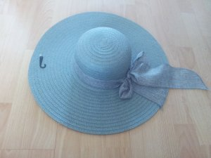 Sombrero de ala ancha gris