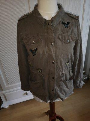 Sommerjacke khaki mit div Embleme Gr. 42