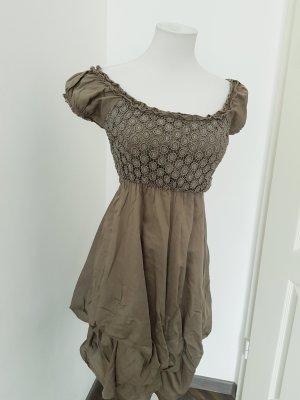 Sukienka z rękawem balonowym szaro-brązowy