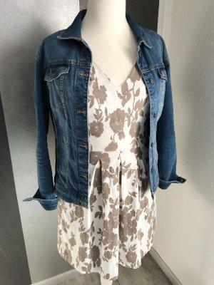 Sommerkleid • florales Muster • Kellerfalten