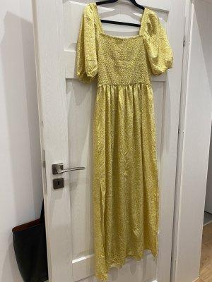 Sommerkleid in gelb mit Schlitzen an der Seite