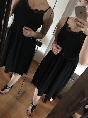Sommerkleid in schwarz mit Spitze